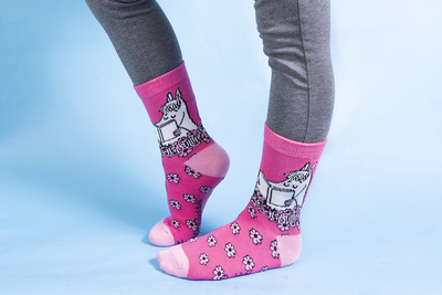 Nordicbuddies Snorkmaiden reading children's socks, pink